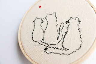 Craftster Pick of the Week – Three Cats And A Laser Pointer
