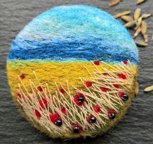 NoseyToes - Poppy Landscape Brooch