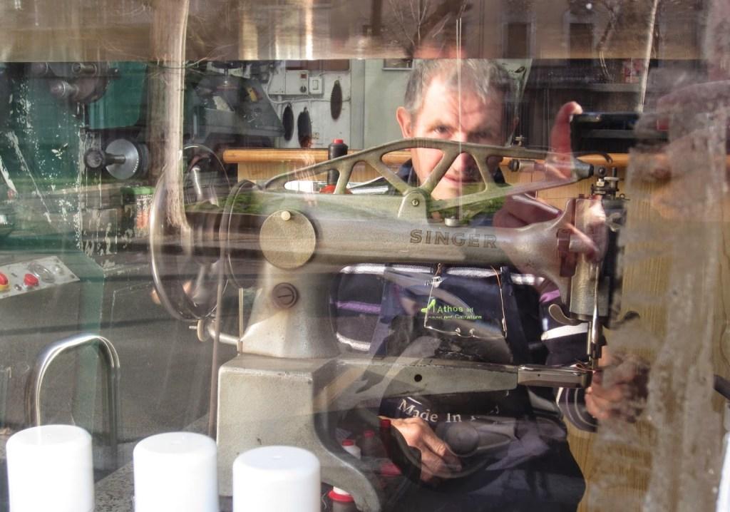 Antonio, il ciabattino. Ourmilantransfer.blogspot.co.uk