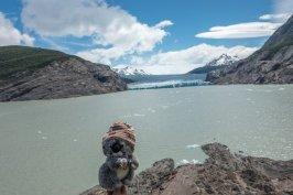 Il fait froid près du glacier, heureusement j'ai mon bonnet !