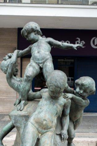 Sculpture représentant l'Argentine, le Chili, le Pérou et la Bolivie