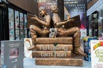 Un peu de lecture à Saigon