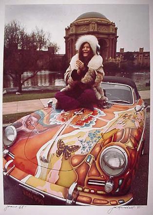 Janis Joplin ve 1968 model Porsche'si. Tanrı dualarını kabul etti.