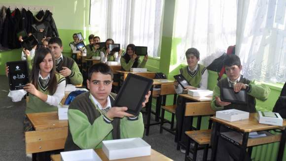 Fatih Projesi öğrenciler için ne kadar heyecan yarattı bilinmez ama şirketlerin eli yüreğinde.
