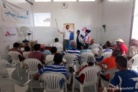 Wiet Vandormael et Ahmad Al Rousan pendant la partie théorique de la formation.