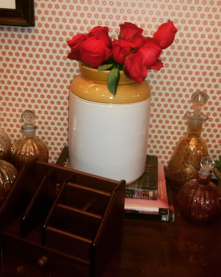 Using a pickle container as a vase, how cool id that!