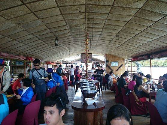 We had a sumptuous lunch after the nerve-wrecking python visit. An entertainer was also on board, singing lively tunes while we fill our tummy.