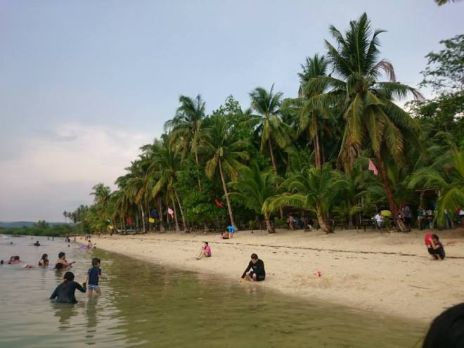 Hidden Beach- Honestly speaking, it was not really the paradise we expected when we went there.