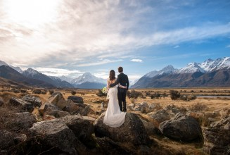 Newlyweds looking at the Mount Cook in far