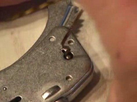 画像:鍵穴に挿す