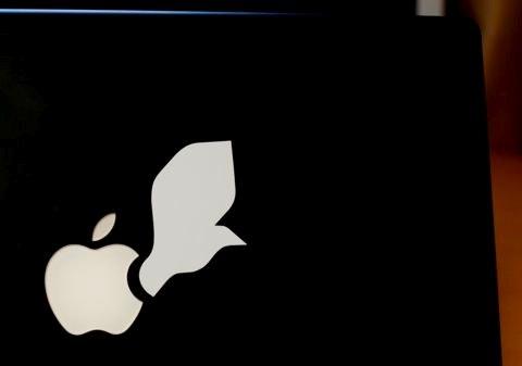 MacBookを開くとリンゴが上向きになる