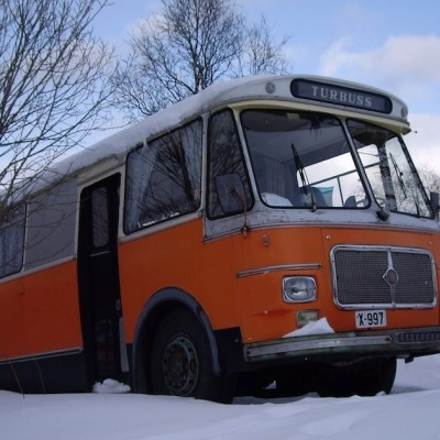 bus-in-snow
