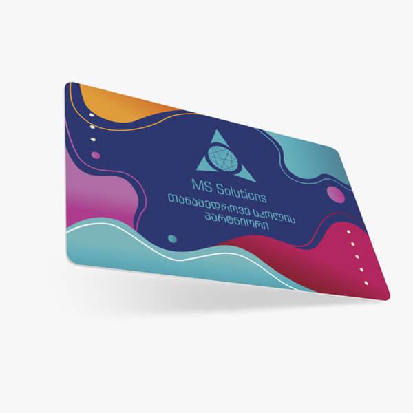 RFID პლასტიკური ბარათები 125 KHz / 13.56 MHz პერსონალიზირებული ინფორმაციითა და დიზაინით
