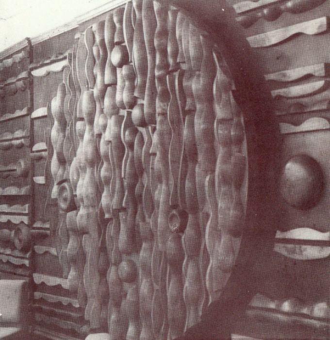 Drahoslav Beran: reliéf pro vinárnu Rotunda, počátek 80. let 20. století (archiv Jaromíra Urbánka)