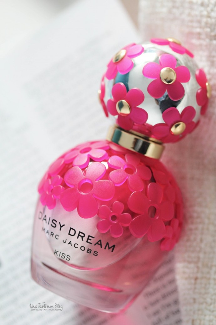 Marc Jacobs Daisy Dreams Kiss Fragrance Review on Ms Tantrum Blog