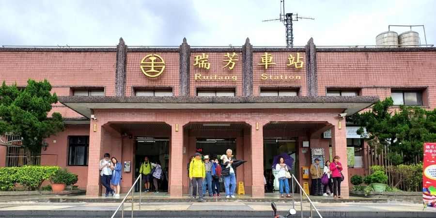No matter which public transportation you choose, you will pass through Ruifang Station.