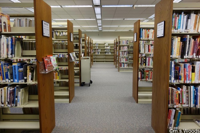 brownsburg-public-library-book-shelves