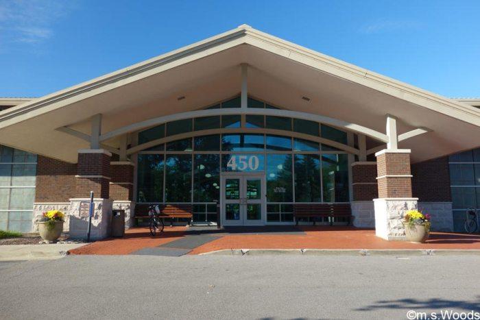 brownsburg-public-library-exterior-photo