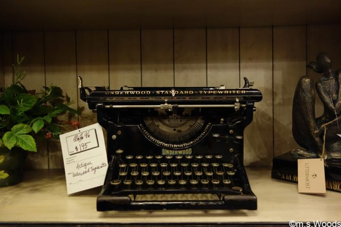 deja-vu-antiques-store-antique-typewriter