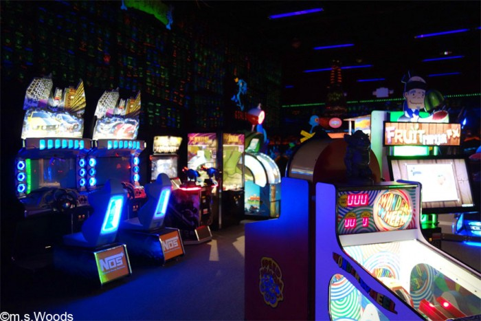 monster-miniature-golf-arcade-room