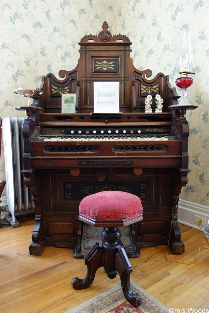 old-organ-at-hendricks-county-historical-museum-danville-indiana
