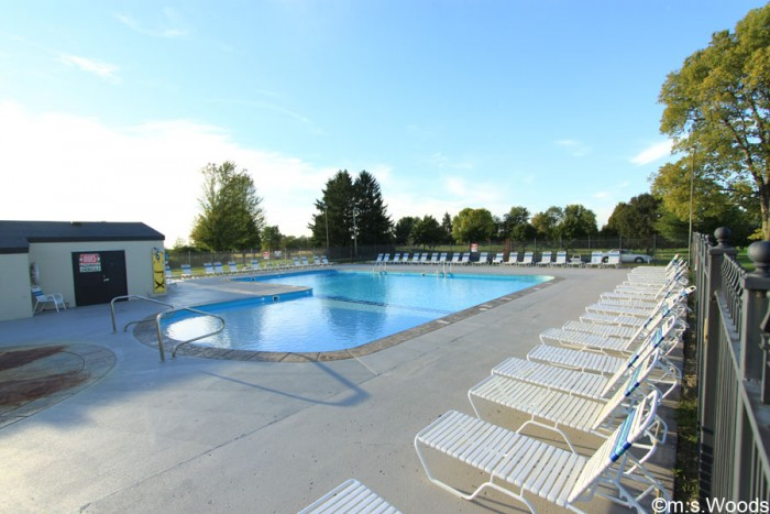 hillview-country-club-swimming-pool