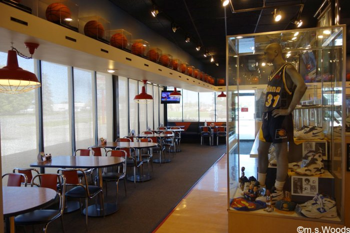 pacers-statue-inside-mozzis-pizza-greenfield-indiana