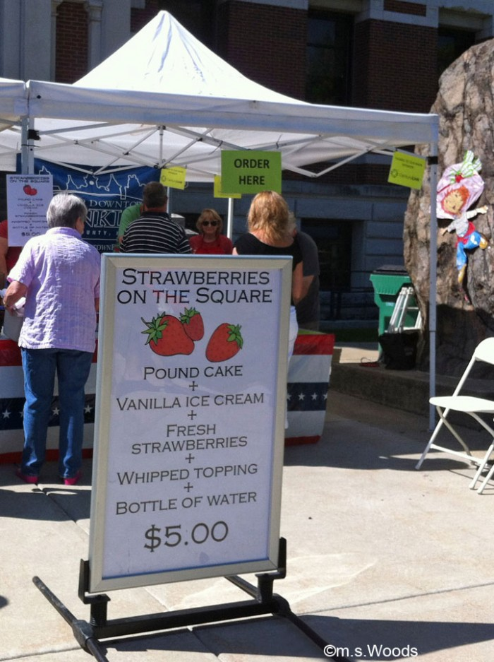 strawberries-on-the-square-franklin-indiana