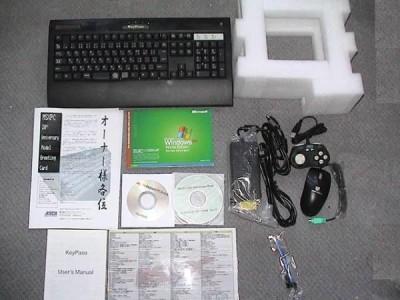 Contenido de la caja del MSXPC de ASCII