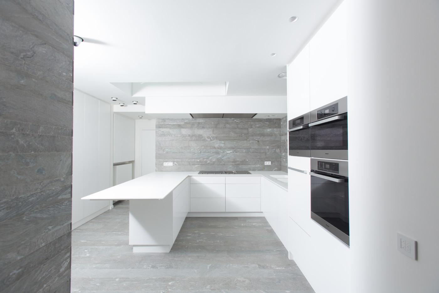https www mt design pro cuisine contemporaine epuree avec ilot perwez