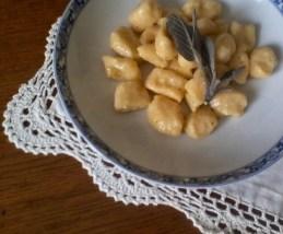 162. Gnocchi di patate rosse con burro fuso, salvia e cannella di Anna Maria