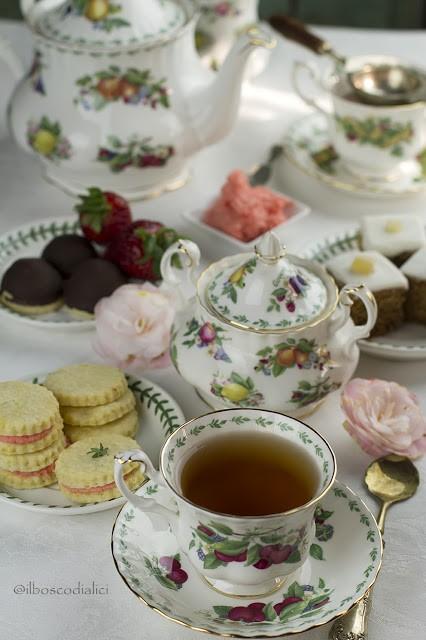 40. English Afternoon tea tra vecchi ricordi e nuovi amici di Annarita