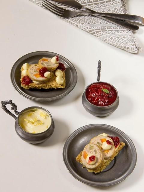 25. galantina di faraona su shortbread al pistacchio, chutney piccante di fragole e maionese al limone di Francesca la nuova