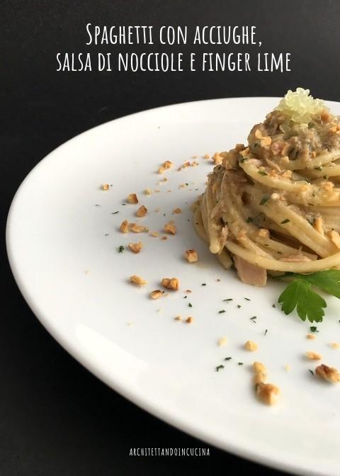 39. spaghetti con acciughe, salsa di nocciole e finger lime di Sabrina