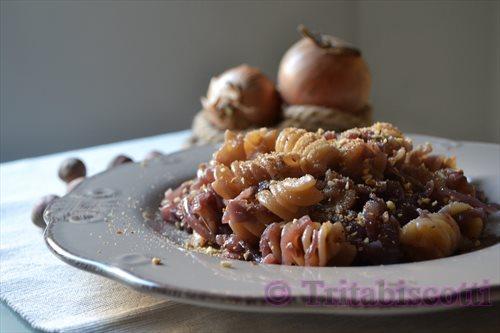 41. pasta con cipolle stufate, nocciole e pangrattato di Bianca