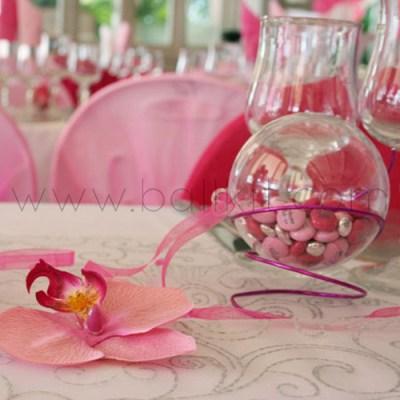 Table de mariage, boule transparente et dragées