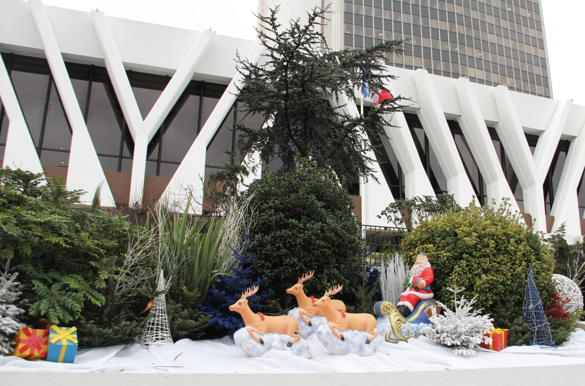 Mise en scène figurines de rennes 3D et traineau du pere noël