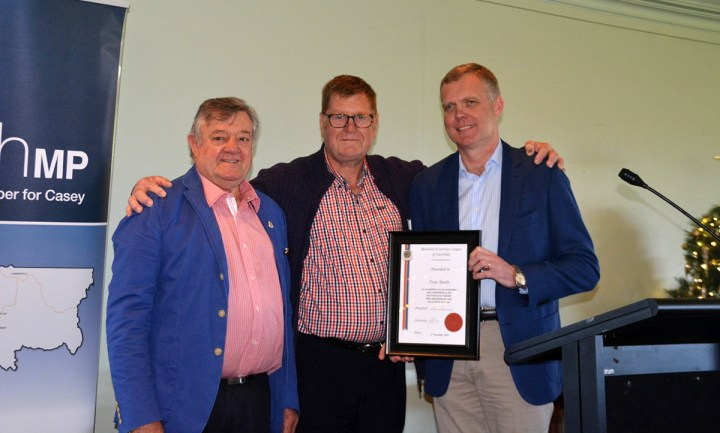 Tony Smith MP receiving his Certificate of Recognition