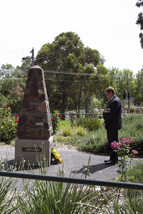 Mt Evelyn RSL President Roger Boness laying a wreath