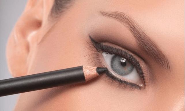 Resultado de imagen de trazos cortos eyeliner al ras pestañas