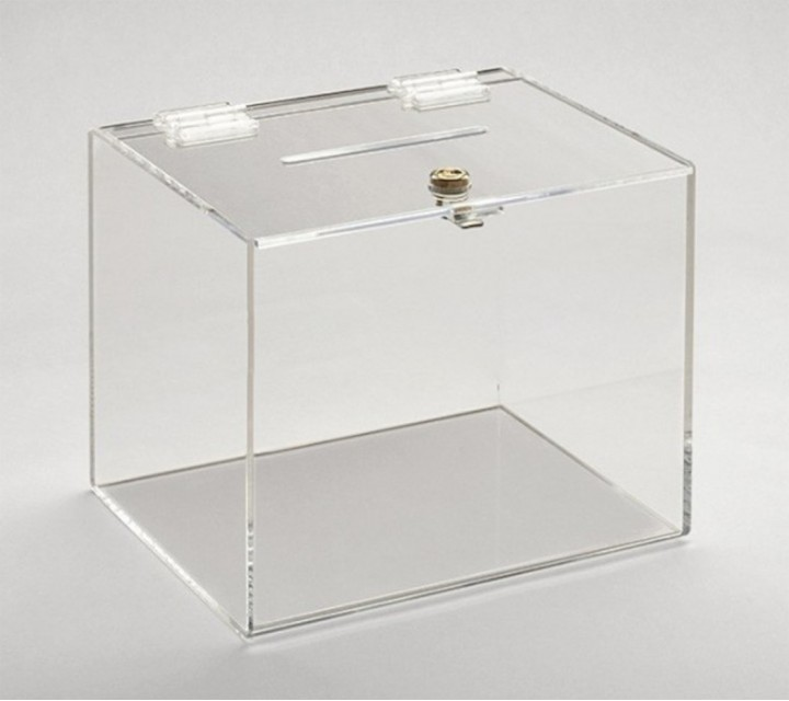 boite fermee en plexiglass transparent