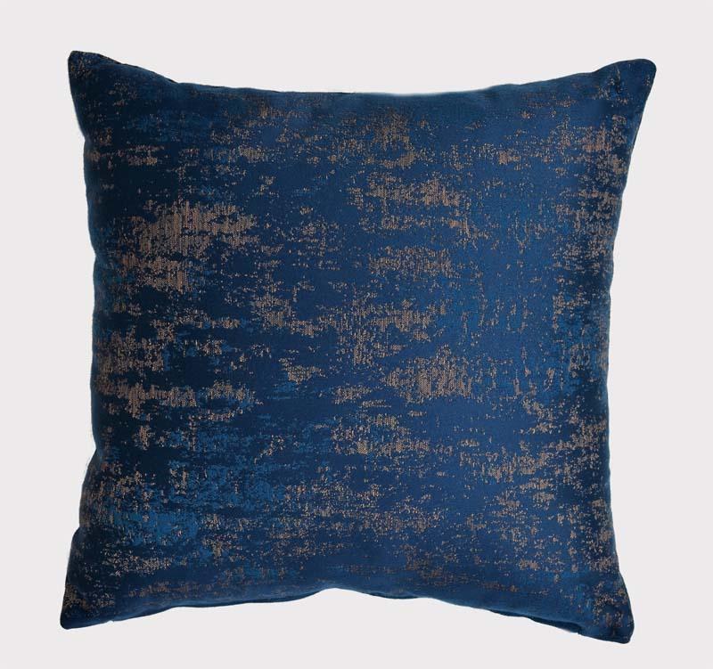 coussin bleu et or antica tissu lelievre paris