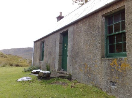 Staoineag Bothy outside