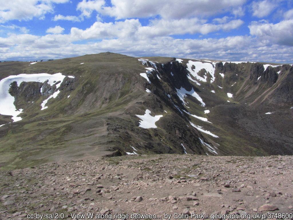View W along ridge between Ben Avon & Beinn a' Bhuird