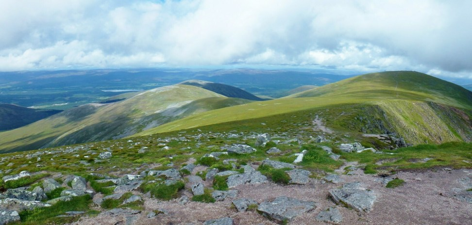 Geal Charn, Meall Buidhe and Sgòran Dubh Mor from Sgor Gaoith