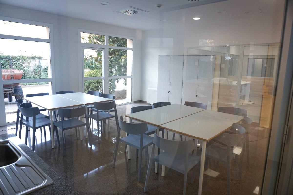 mesa y sillas para talleres actividades centro civico residencia geriatrico geriatria salud mental