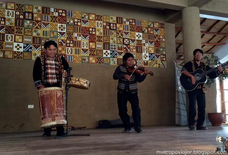 Grupo que nos amenizó la comida con temas típicos peruanos