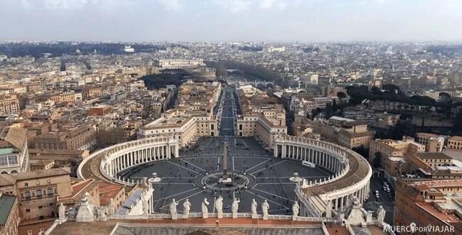 Vistas desde lo alto de la Cúpula de la Basílica de San Pedro en el Vaticano