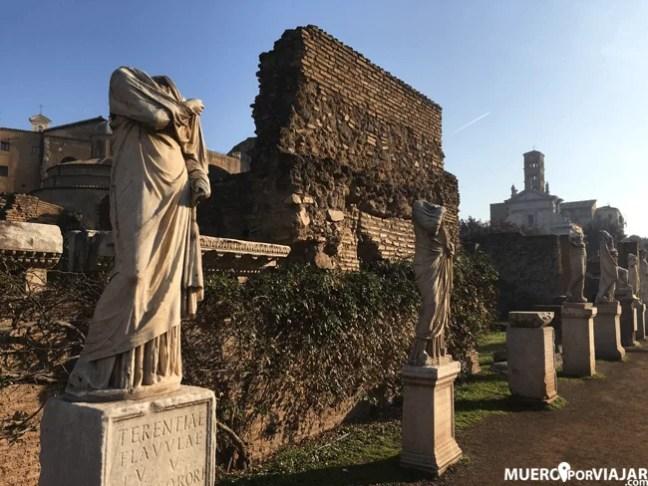 Algunas de las estatuas mejor conservadas de los paseos del foro romano
