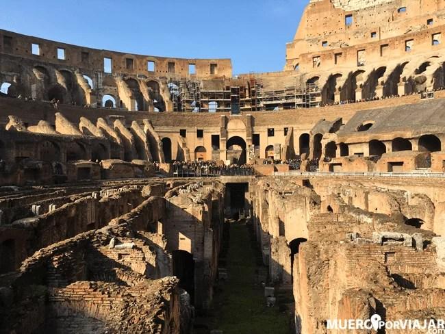 El interior del espectacular Coliseo romano desde la arena